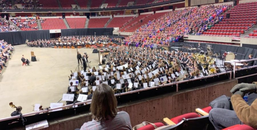In front of thousands, four musicians preform in the All-state band/choir. The opportunity was absolutely amazing and helpful began Sarah Briley, I will never forget the experience. Sarah Briley plays the French Horn and preformed alongside Emily Hlas, and Carly Kuhse (clarinetists), as well as Sean Whitson who preformed with the choir.