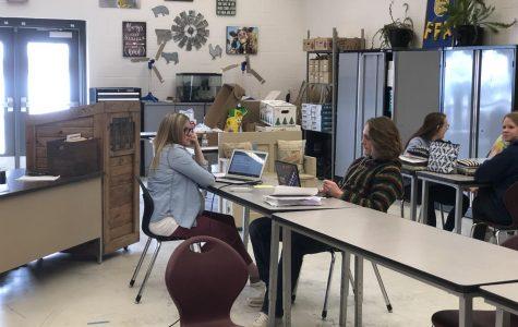 Mrs. Gettler working with student Broderick Schmidt, during FFA powerhour.